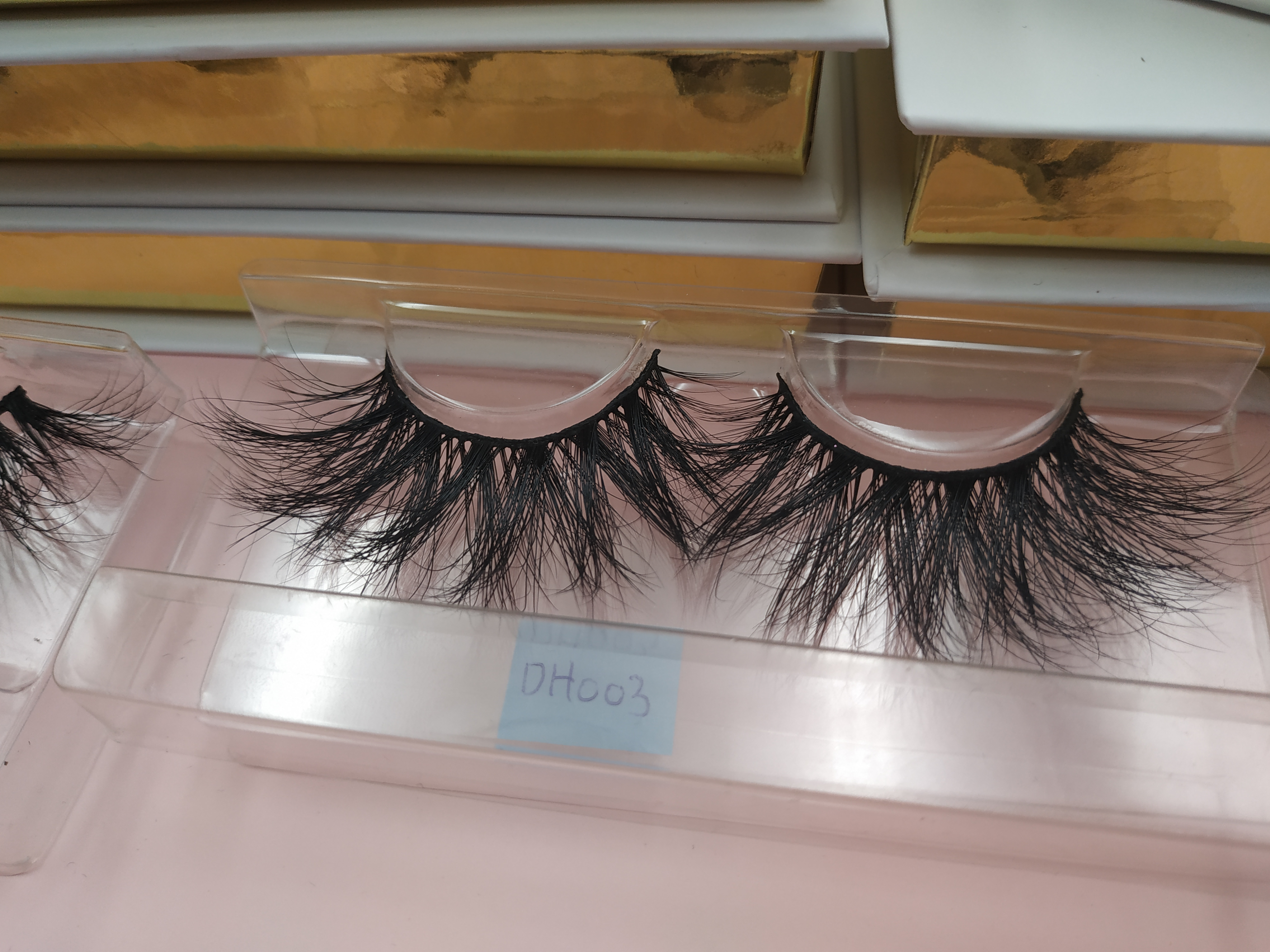 Who is the most professional 25mm mink eyelash manufacture? why